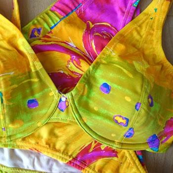 Bademode | Bikini mit Bralette-Oberteil und Schaumstoffcups