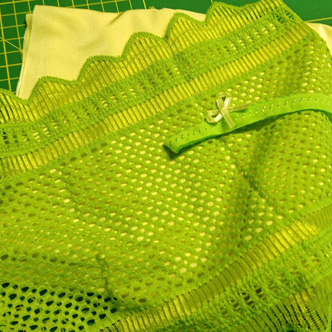 Materialpaket Slip, Mikrofaser Frühlingsgelb mit kräftig grüner Spitze