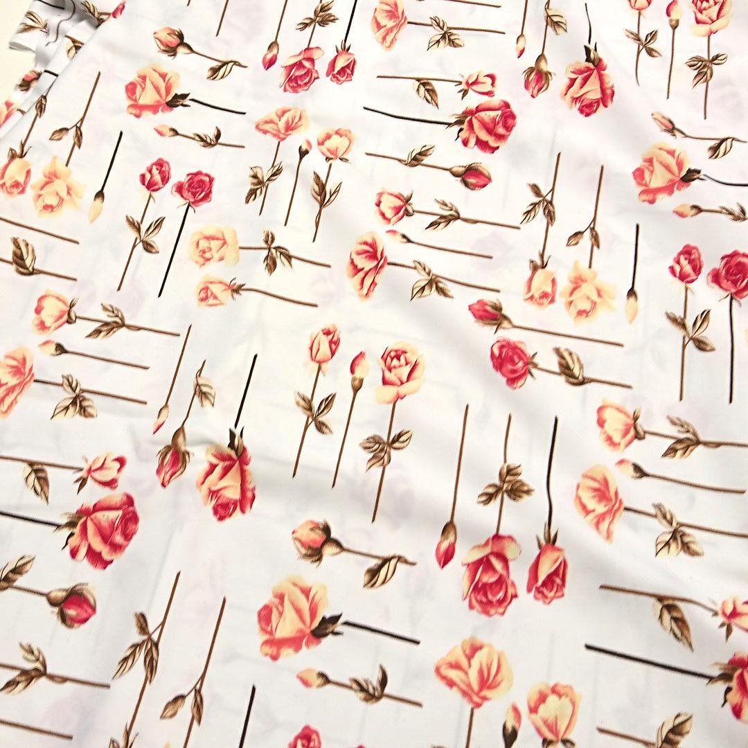 Mikrofaser Weiß mit Rosen in Apricot und Rosarot,