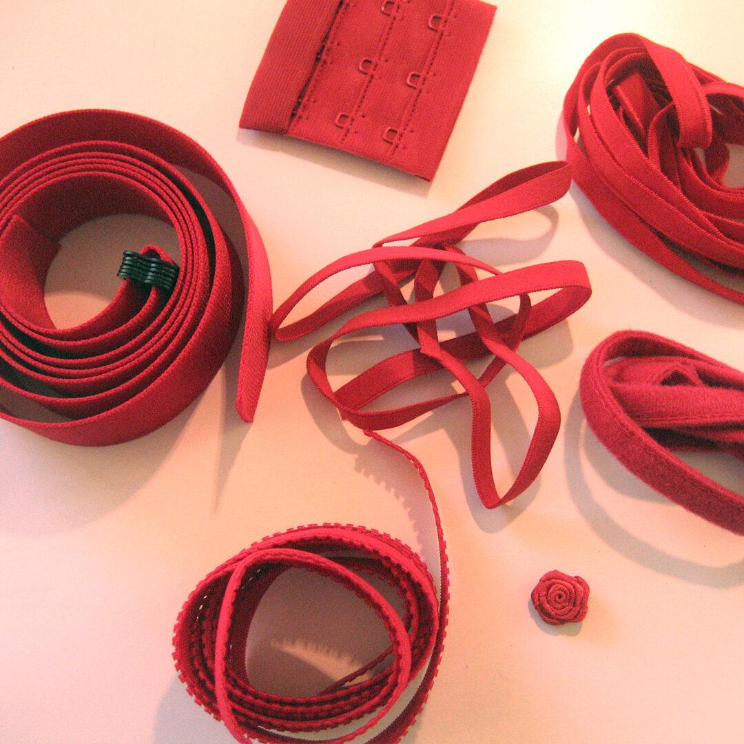 Shop | Kurzwarenpaket BH Rot/Gr. XL, € 12,-