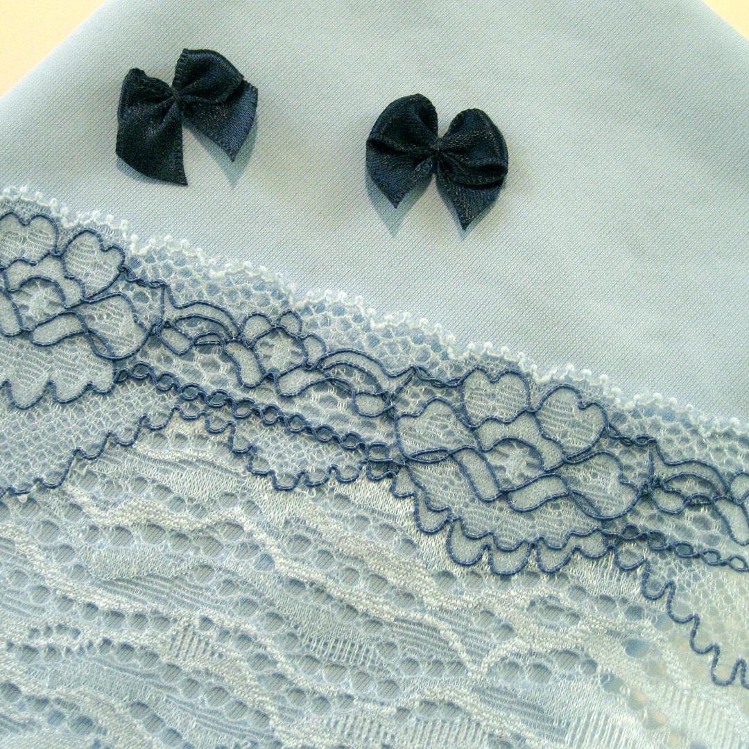 Shop   Materialpaket Slip, Wäschestoff Hellblau, elastische Spitze