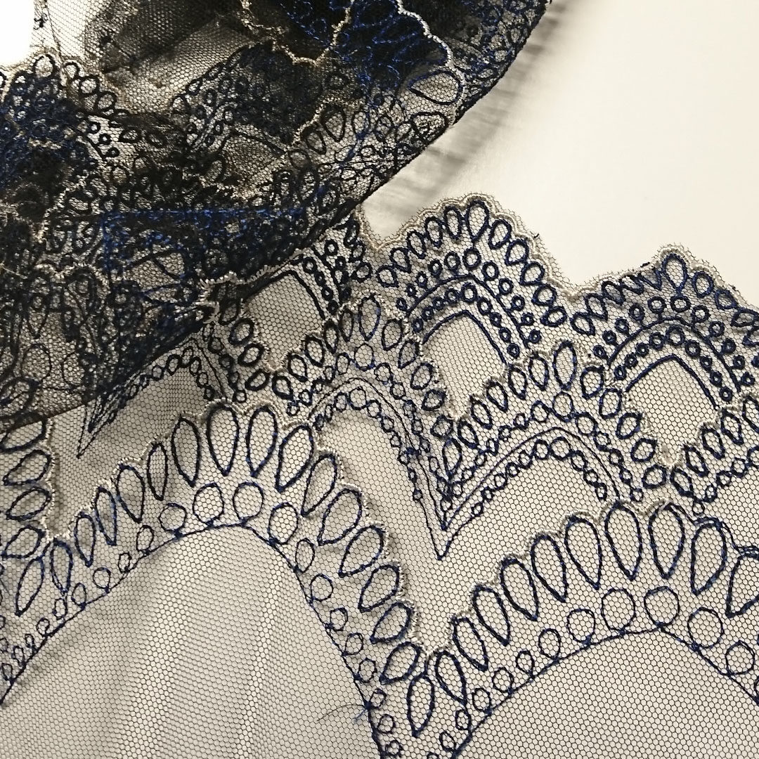 Shop | Stickspitze, Blau/Weiß/Schwarz, gotische Bogen